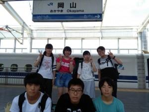 岡山駅でのひまわり大使7名