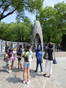 貞子の折り鶴像にて